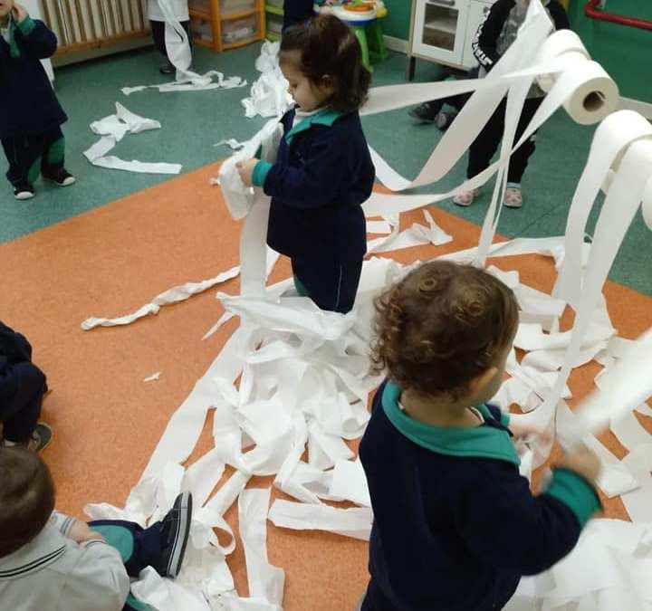 Taller a P1: Avui juguem amb paper higiènic!