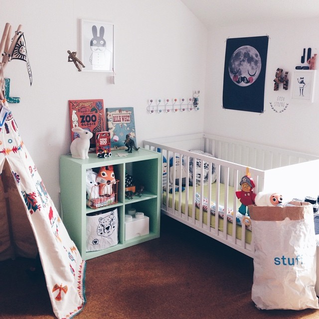 white-and-colour-childrens-bedroom2