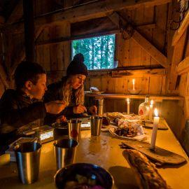 raclette dans une cabane en forêt