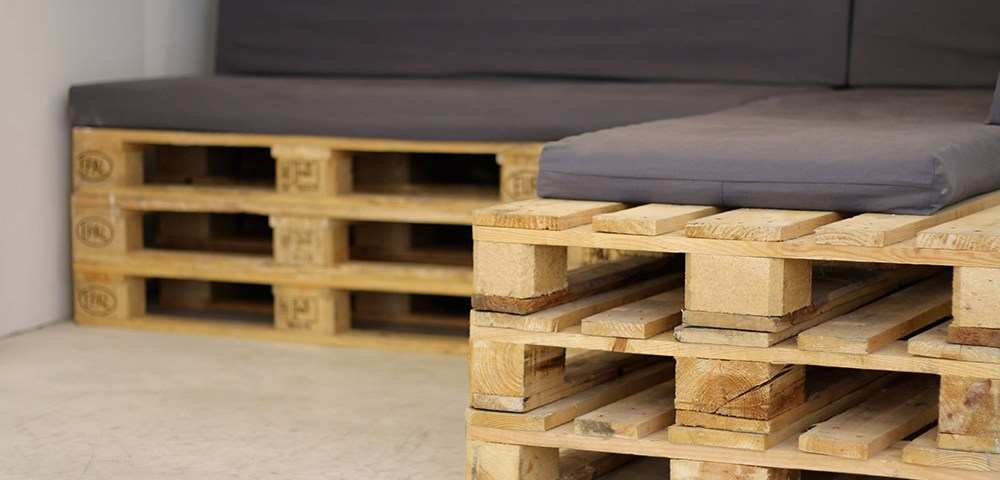 canape palette avec rangement canap palettes. Black Bedroom Furniture Sets. Home Design Ideas