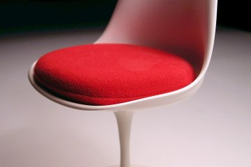 coussin design rouge