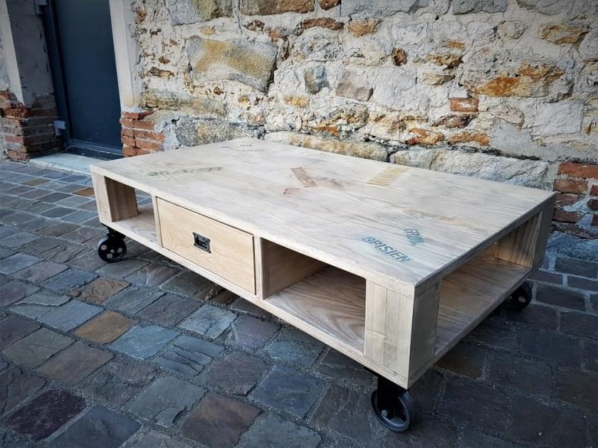 table de salon avec palette de bois