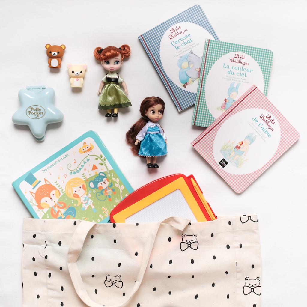 occupation-bebe-enfant-voiture-trajet-vacances-livres-jouets