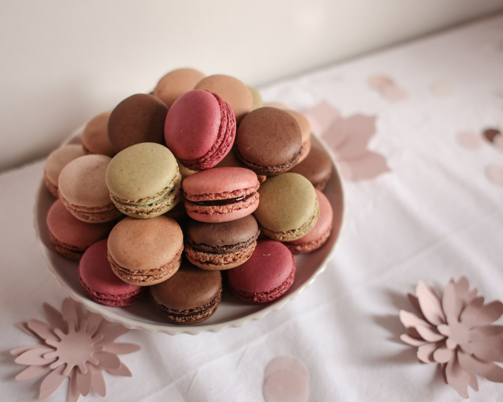 anniversaire-mila-4-ans-rose-caramelle-decoration-princesse-rose-gold-meri-meri-monoprix-gourmet-macarons