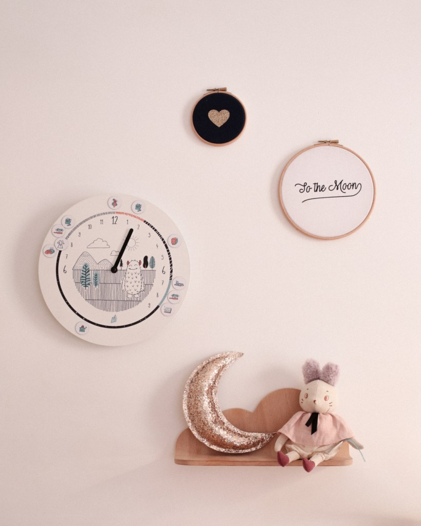 horloge-formidable-silly-and-billy-moulin-roty-mum-and-dad-factory-chambre-enfant-mila
