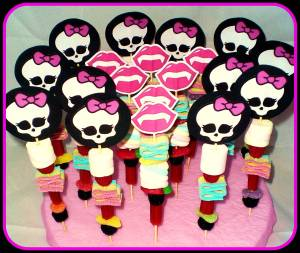 Brochetas de chuches monstruosas