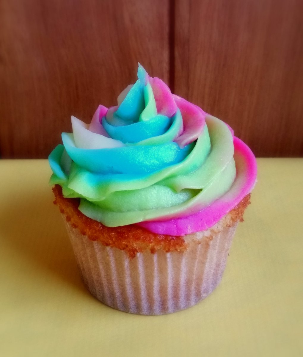 Cupcakes arcoiris con buttercream multicolor