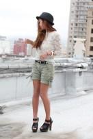 white-lace-top-green-hollister-shorts-black-zara-shoes_400