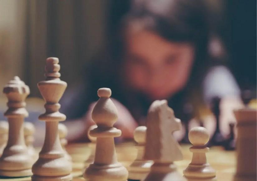 Apprendre à jouer aux échecs à 6 ans   nécessite d'apprendre le rôle de chaque pièce.