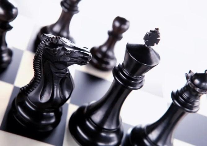Placer correctement les pièces sur l'échiquier : une des règles de base à apprendre les échecs à 6 ans