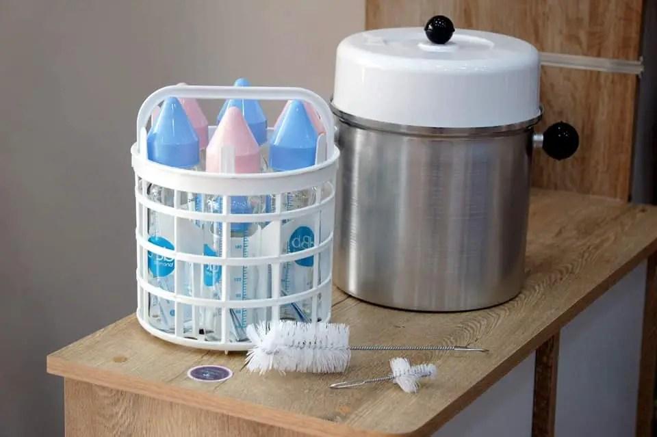 Stérilisateur en aluminium pour nettoyer les biberons du repas de bébé