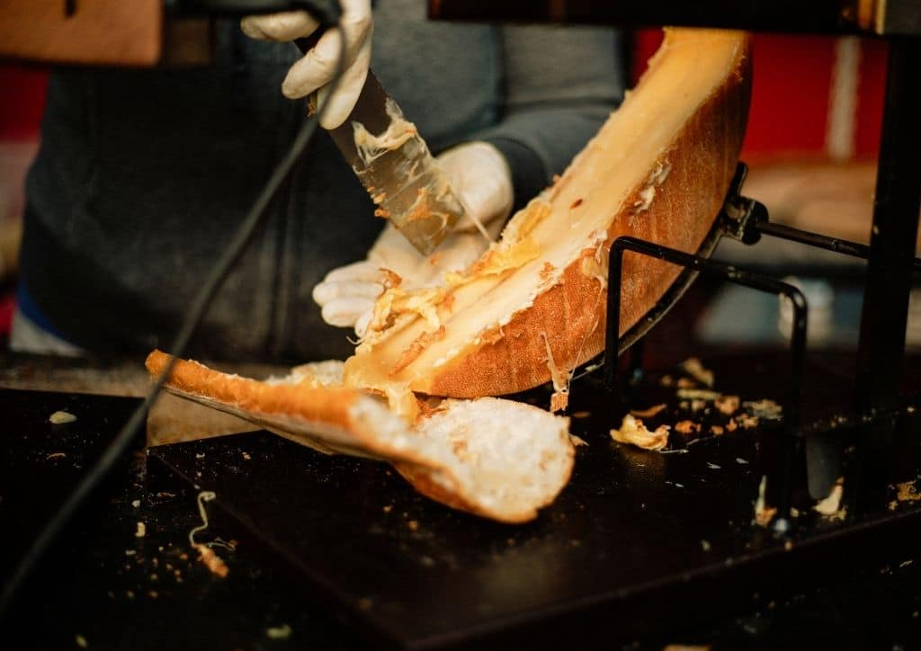 Le fromage de raclette est déconseillé pour manger une fondue au fromage enceinte.