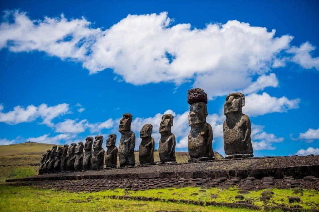 statues moai île de pâques îles à découvrir