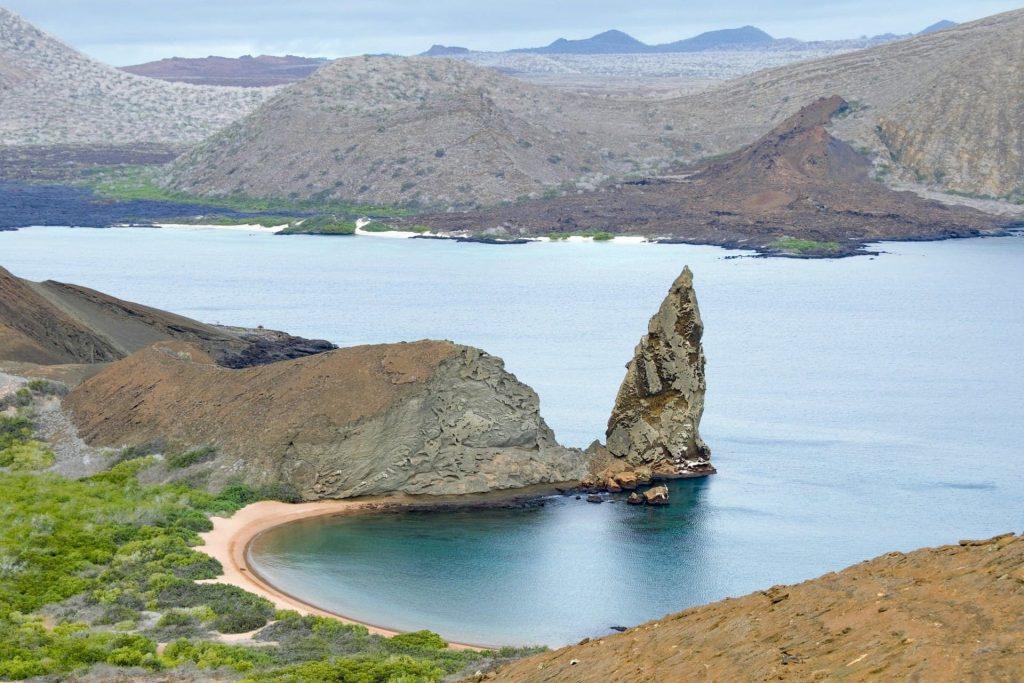 îles à découvrir les îles galapagos plage et rochers