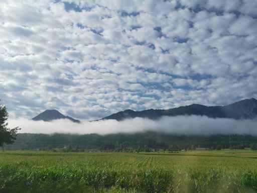 montagnes dans les nuages en Slovénie