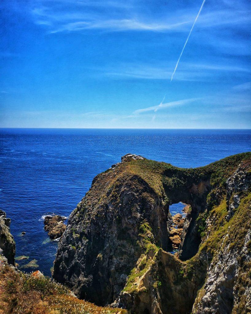 falaise avec trou, océan, pointe du raz
