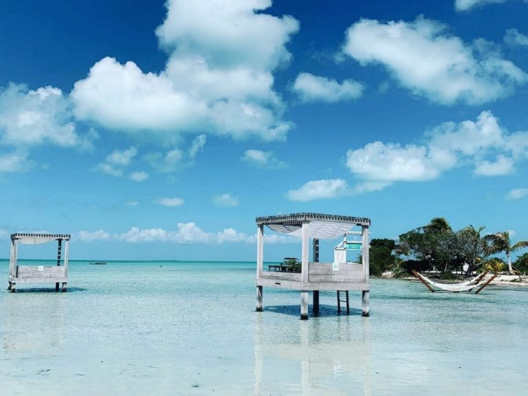 plage et eau turquoise à Belize