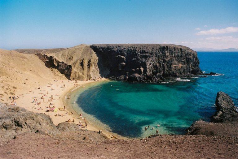 îles canaries plage avec eau turquoise pour passer l'hiver au soleil