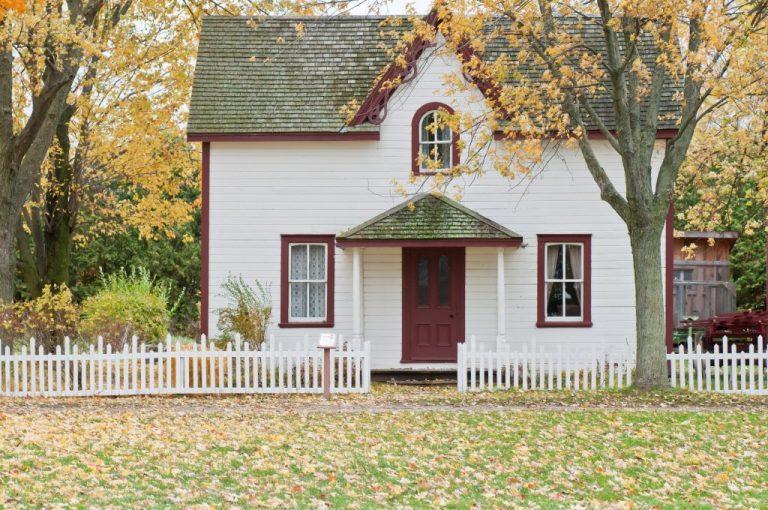 une maison blanche car voyager responsable commence chez soi