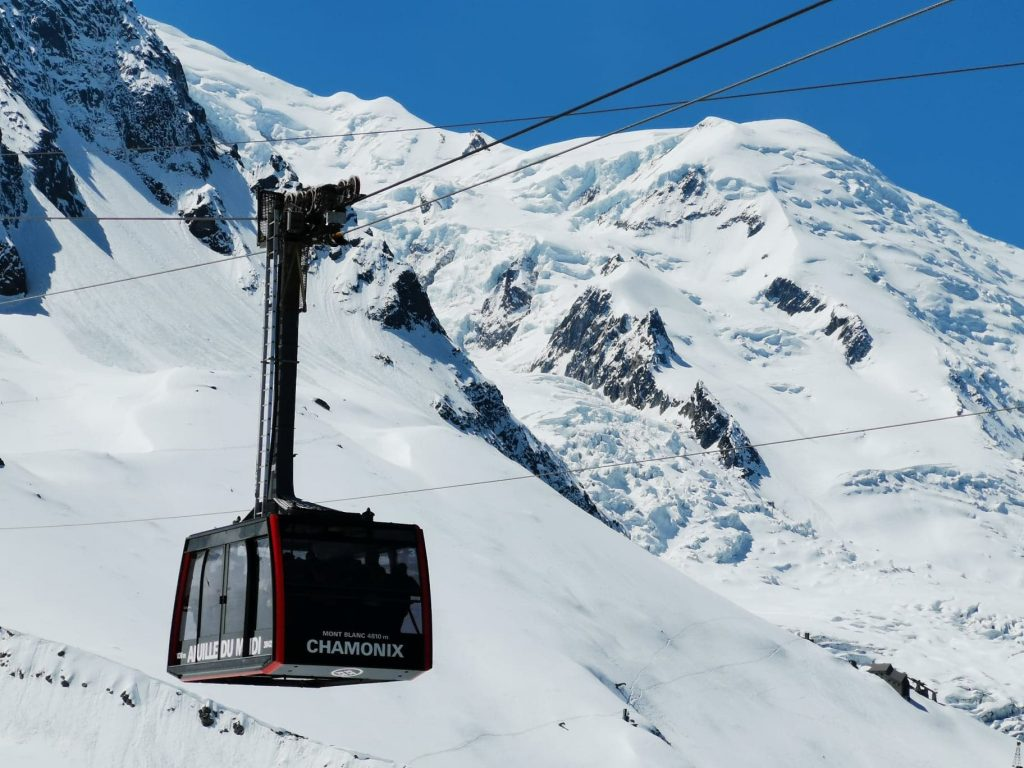 téléphérique rouge mont blanc aiguille du mont blanc week-end à chamonix