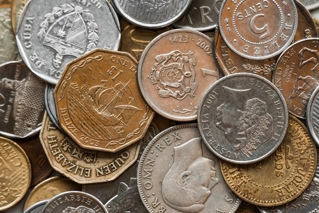 petites pièces de monnaie réduire les frais bancaires en voyage