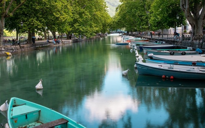 barques dans canal à Annecy