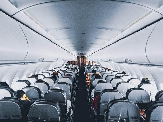 intérieur d'un avion avec sièges