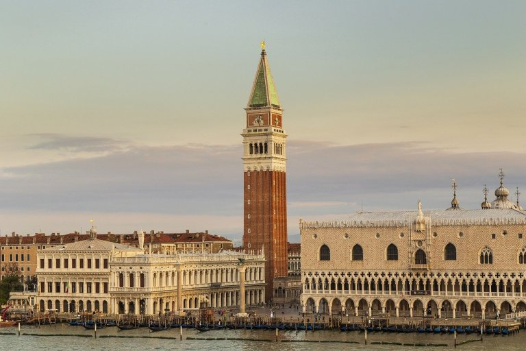 Le campanile à Venise place san marco