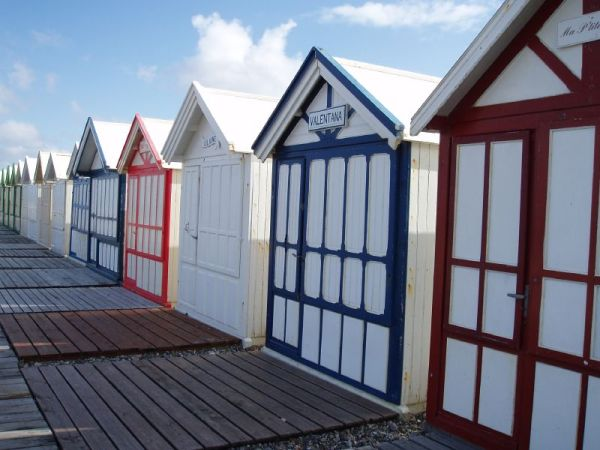 cabines colorées à Cayeux-sur-Mer en Baie de Somme