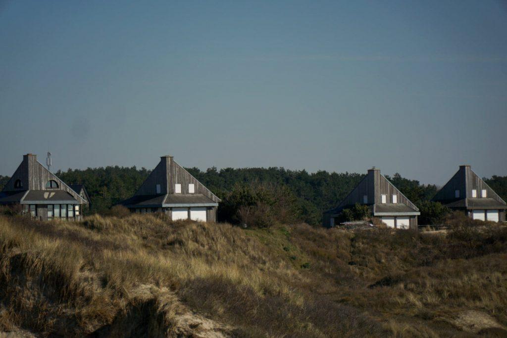 maisons derrière les dunes