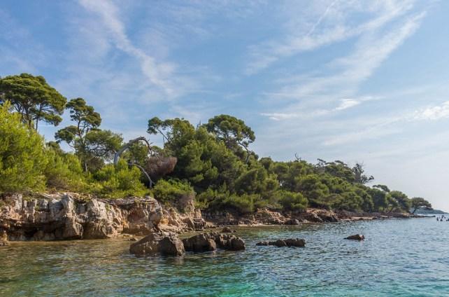 plage sauvage île sainte marguerite qui fait partie des plus belles îles françaises