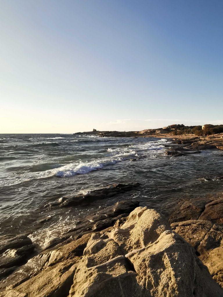 plage de l'arinella dans le nord-ouest de la Corse