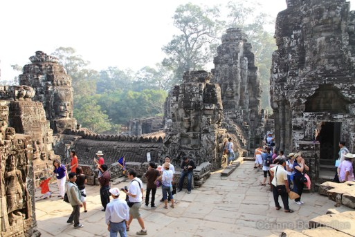 Touristes au Bayon. Cambodge, février 2011.
