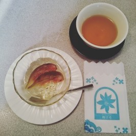 Fig jelly dessert and tea