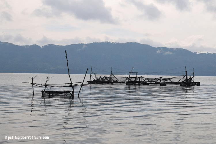Pêche sur le lac Toba