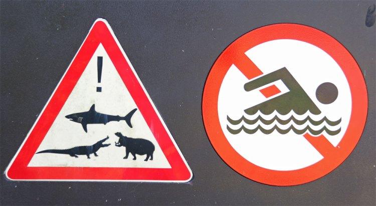 panneaux affichage attention requins