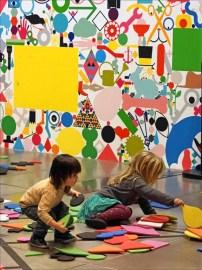 Atelier artistique au musée, photo de Jean-Pierre Dalbéra