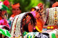 Coiffe de femmes Kalash, photo de manalahmadkhan (CC BY-2.0)