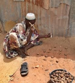 Jeu traditionnel africain, photo prise par Christop Rupprecht (Flickr CC BY-SA 2.0)