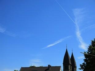 10-Juni strahlend blauer Himmel