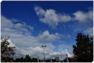 7-Oktober blauer Wolkenhimmel, aber kühl