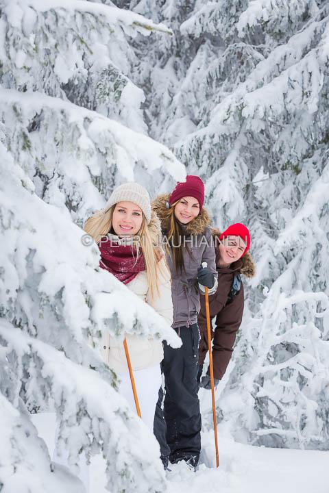 Lumi-iloittelua
