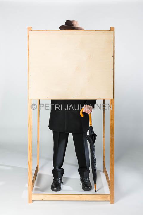 Äänestäjä äänestyskopissa