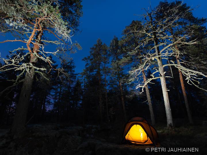Retkellä suomalaisessa puhtaassa luonnossa valokuvaaja Petri Jauhiainen