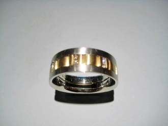 18K Y&W Gold Band with .25c Diamond Artist: William Richey Catalog: 603-57-0