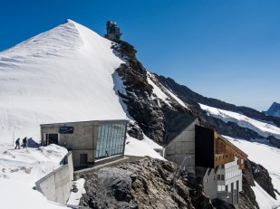 Celý komplex Jungfraujoch, tentokrát z druhé strany