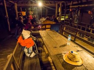 Večerní pohoda okolo ohně