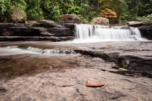Vodopády na dně údolí