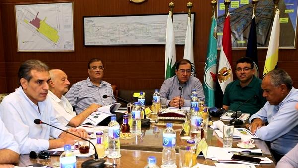 ننشر تفاصيل اجتماع وزير البترول مع رؤساء 4 شركات بحضور قيادات الوزارة و