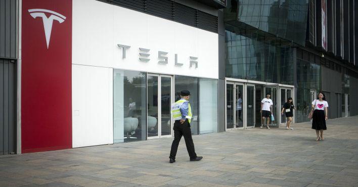 Ford surpasses Tesla in market cap on earnings rally, EV ...